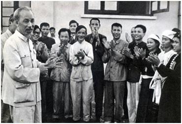 Chủ tịch Hồ Chí Minh nói chuyện với Anh hùng và Chiến sĩ thi đua nông nghiệp, năm 1959